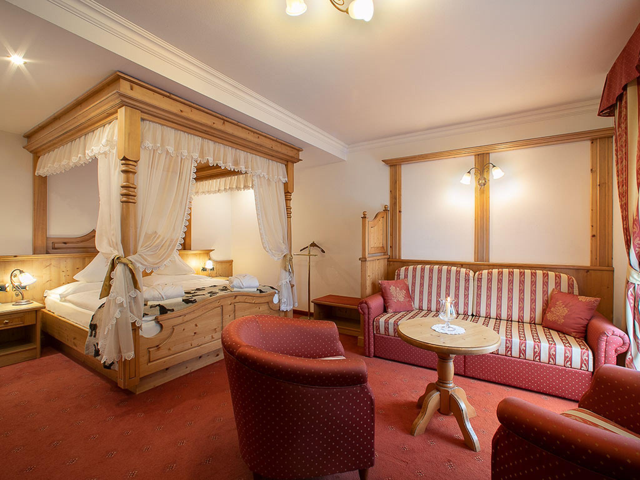 Letti A Baldacchino Per Cani : Hotel dolomiti marmolada cani ammessi dogwelcome hotel alpenrose