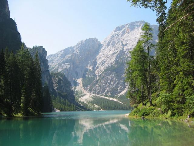 Il Lago di Braies - Ph. Credits: I, STirol [GFDL (http://www.gnu.org/copyleft/fdl.html), CC-BY-SA-3.0 (http://creativecommons.org/licenses/by-sa/3.0/) or CC BY-SA 2.5-2.0-1.0 (https://creativecommons.org/licenses/by-sa/2.5-2.0-1.0)], via Wikimedia Commons