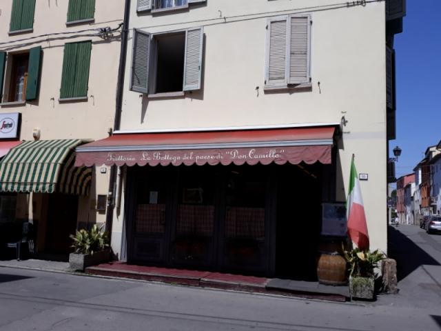 Attività commerciali (Negozi, Centri commerciali) Bagnolo San Vito ...