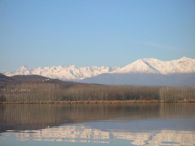 Lago di Candia, cani ammessi - Ph. credits: Twister82 at Italian Wikipedia [Public domain], via Wikimedia Commons