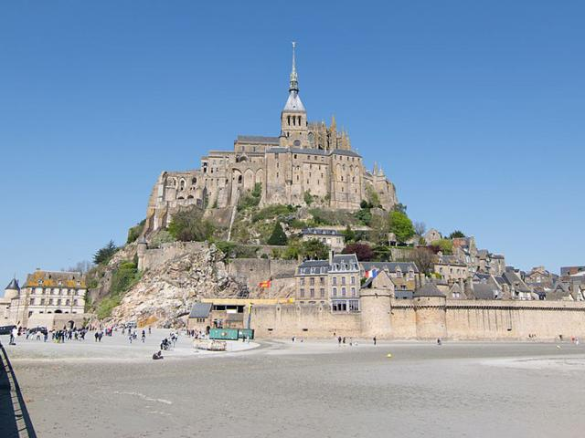 Mont St Michel - Ph. Credits: Antoine Lamielle [CC BY-SA 4.0 (https://creativecommons.org/licenses/by-sa/4.0)], from Wikimedia Commons