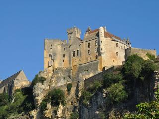 Castello di Beynac, cani ammessi - Ph. credits: Gentil Hibou [CC BY-SA 3.0 (https://creativecommons.org/licenses/by-sa/3.0)], from Wikimedia Commons