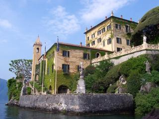Villa del Balbianello, cani ammessi nel parco - Ph. credits: MarkusMark [CC BY-SA 3.0 (https://creativecommons.org/licenses/by-sa/3.0)], from Wikimedia Commons