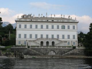 Villa Melzi d'Eril, cani ammessi nel parco - Ph. credits: Marcus90 [CC BY 3.0 (https://creativecommons.org/licenses/by/3.0)], from Wikimedia Commons